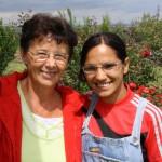Unsere Partner in Satu Mare, Terezia Tünde Löchli (l.) mit einer Jugendlichen im Haus Perla